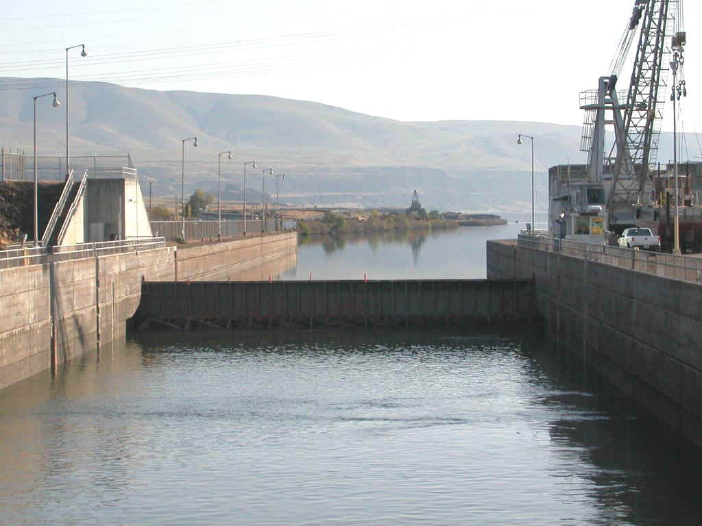 04425033 PDX Dalles Lock.jpg (151165 bytes)