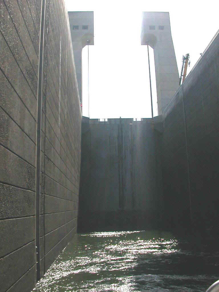 04425084 PDX John Day Lock.jpg (150093 bytes)