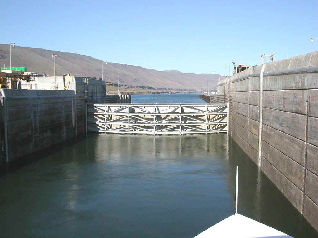 04425086 PDX John Day Lock.jpg (146595 bytes)