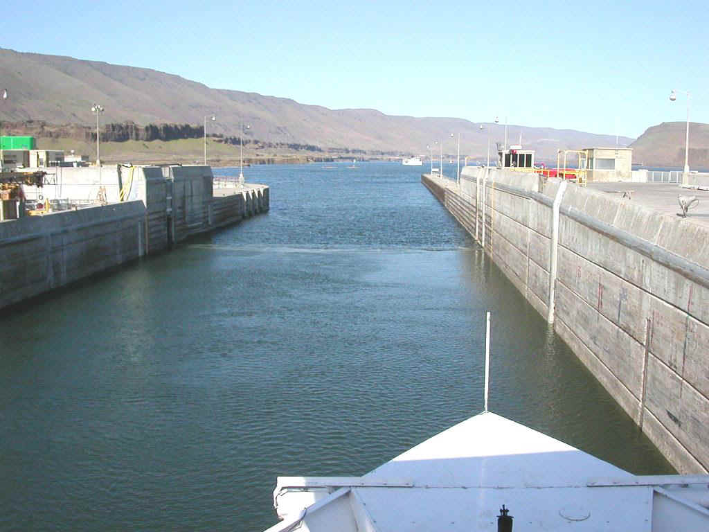 04425087 PDX John Day Lock.jpg (157729 bytes)