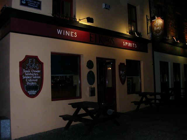 060114 (21) SNN Clifden EJ Kings Bar.JPG (38693 bytes)