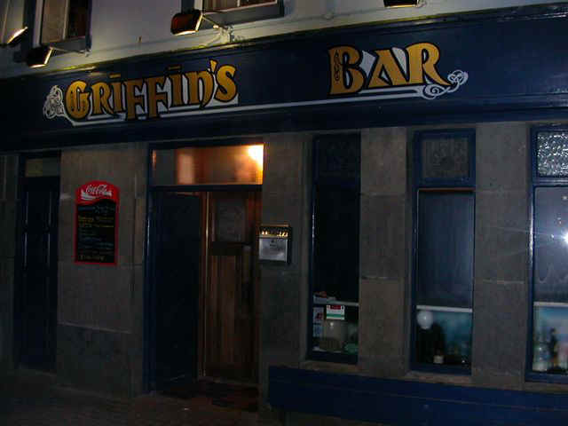 060114 (25) SNN Clifden Griffin's Bar.JPG (45203 bytes)