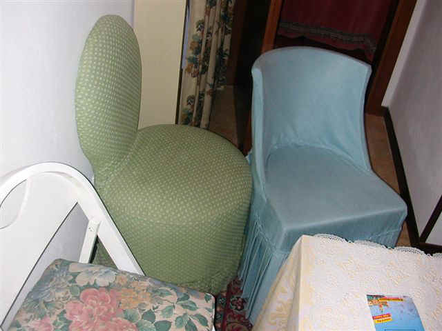 070406 (42) VCE Chairs.JPG (51830 bytes)