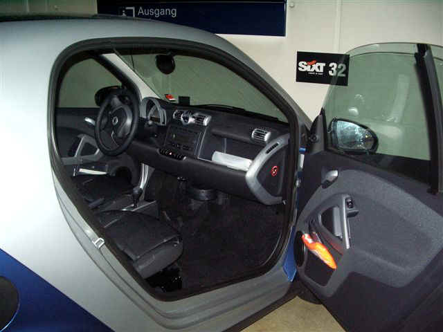 071001 (01) FRA SIXTI Smart Car.JPG (54544 bytes)